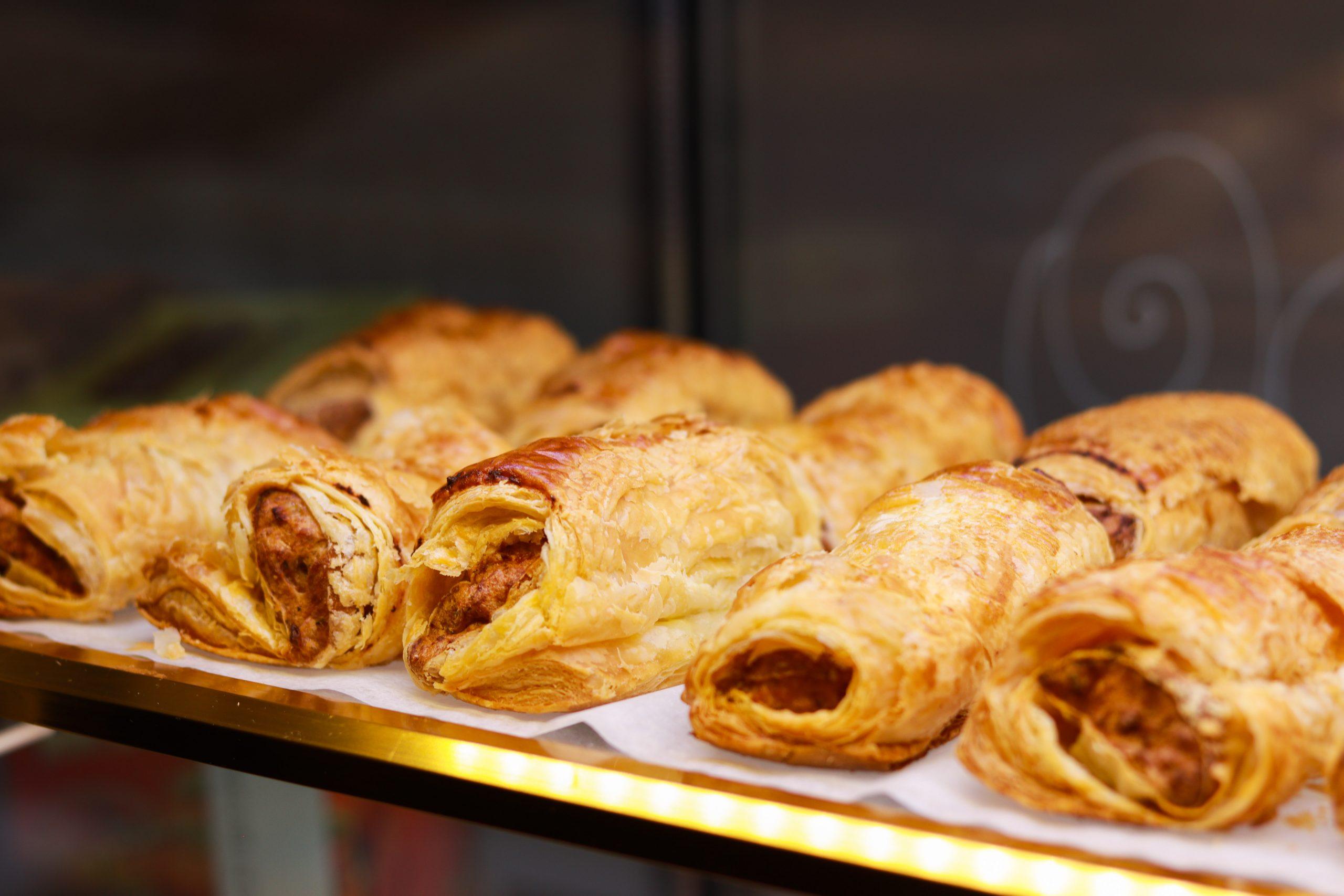 Sausage rolls wt pastry bar